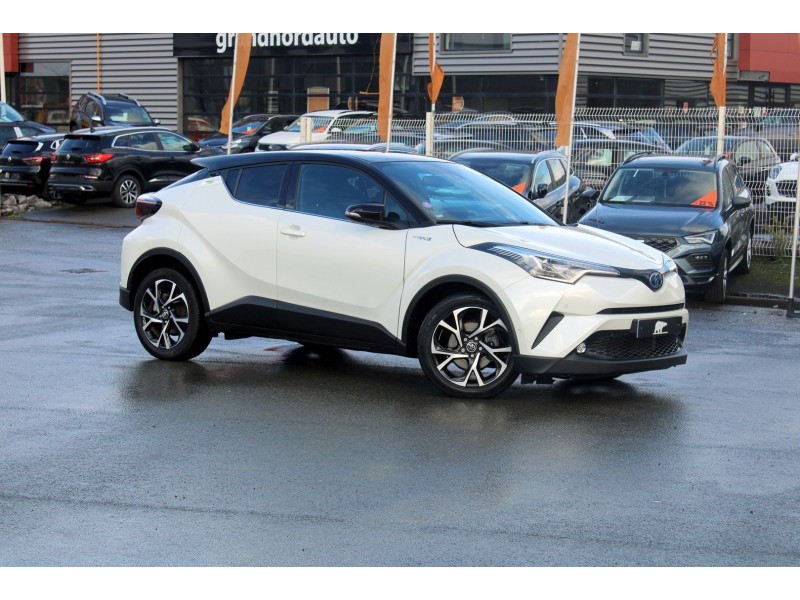 TOYOTA C HR 122H GRAPHIC 2WD E CVT RC18