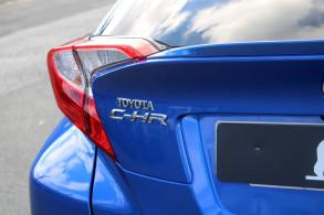 TOYOTA C HR 122H GRAPHIC 2WD E CVT